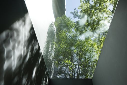 A garden enclosed by 6000 glass blocks | Optical Glass House by Hiroshi Nakamura