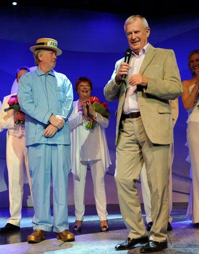Direktør Ernst Trillingsgaard fejrede Torben (Træsko) Pedersens 25 års jubilæum