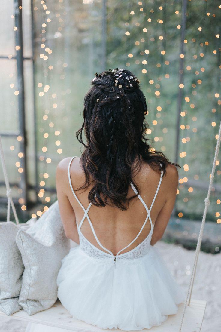 Haare halboffen Zopf Fischgräten, Hochzeit Frisur halboffen - Brautfrisuren 2018 für mittellange und lange Haare mit Glitter   Hochzeitsblog The Little Wedding Corner