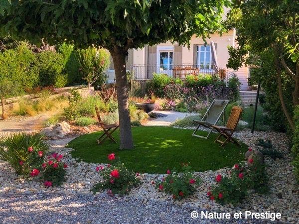 Petit Jardin Mediterraneen Au Coeur D Aix En Provence Jardin Mediterraneen Jardins Ambiance Jardin