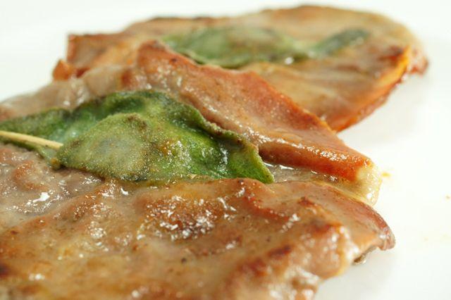 Un piatto veloce da realizzare, con i profumi della salvia e del prosciutto crudo. Facendo attenzione alla provenienza degli ingredienti, potete realizzare un piatto senza glutine ideale per i celiaci.