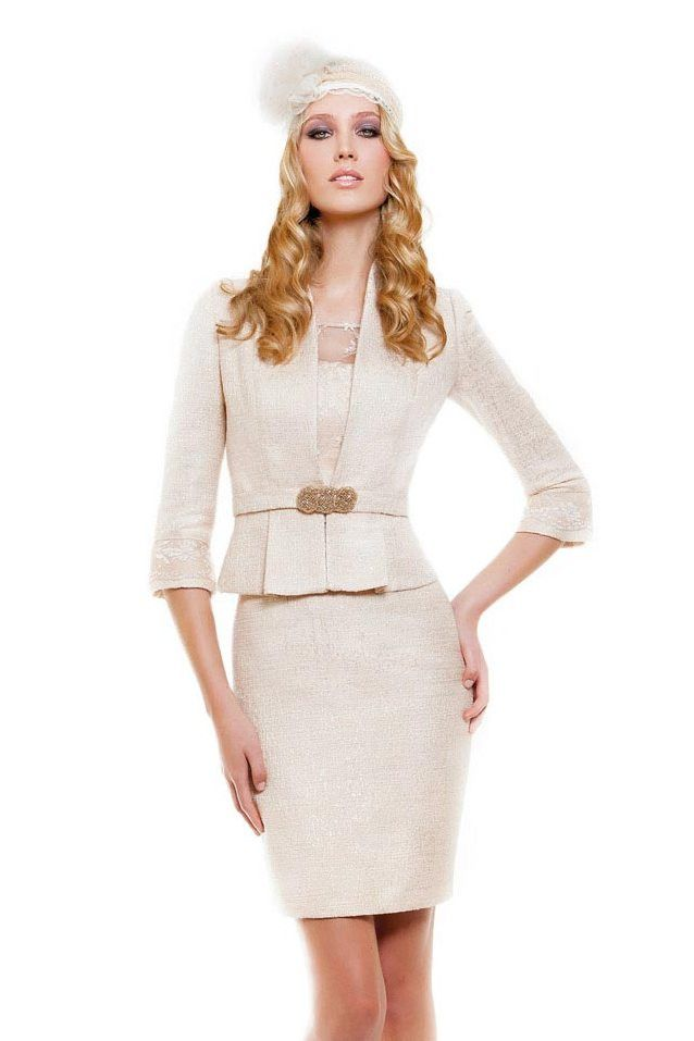 Traje chaqueta color rosa palo modelo 11140033 by Sonia Peña | Boutique Clara. Tu tienda de vestidos de fiesta.