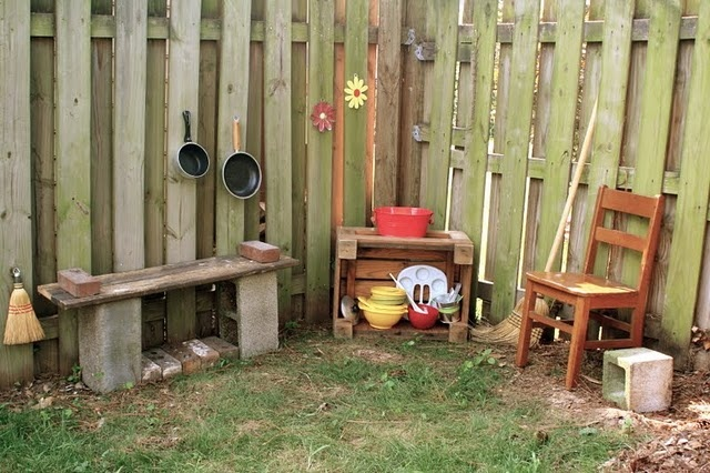 Mud Kitchen - @Katy Hunnicutt ours was so much better than this! HahaMud Kitchens, Kids Stuff, Backyards Fun, Outdoor Kitchens, Outdoor Plays, Plays Kitchens, Kitchens Fun, Pies Kitchens, Mud Pies