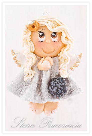 Odświeżony wygląd bloga i aniołek z masy solnej z obsydianem śnieżnym :-)