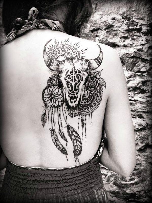 """Symbolique de notre logo Une question qu'on reçoit souvent de la part de nos amis et de nos clients est: """"Pourquoi le taureau?"""" Bien sûr , Toro, qui en espagnol signifie taureau, est mon nom de famille. Il est donc tout a fait naturel d'avoir nommé le centre ainsi n'est-ce pas? Cette réponse est partiellement correcte. Néanmoins, la raison pour laquelle j'ai choisi l'image de ce mammifère est pour sa symbolique. Dans plusieurs cultures, le taureau est perçu comme un symbole de fertilité...."""