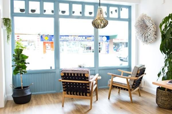Деревенский дизайн маленького кафе Highlands Merchant
