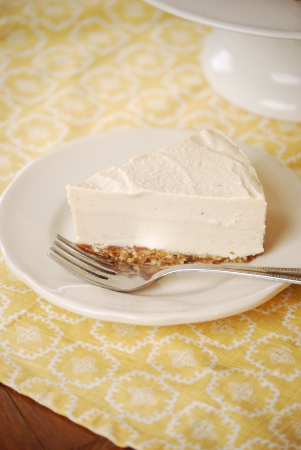Raw Cashew Cheescake: http://wholefamilyfare.blogspot.com/2011/01/raw-cashew-cheesecake.html