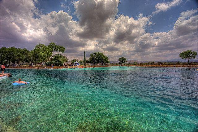 Parque estatal de Balmorhea, Oasis del desierto del Oeste de a Texas del verano de San Solomon.