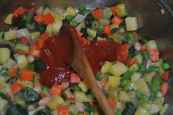 Minestrone: Un piatto sano e leggero. Adatto in qualsiasi stagione (si consuma caldo in inverno e tiepido in estate) e' squisito con il riso.