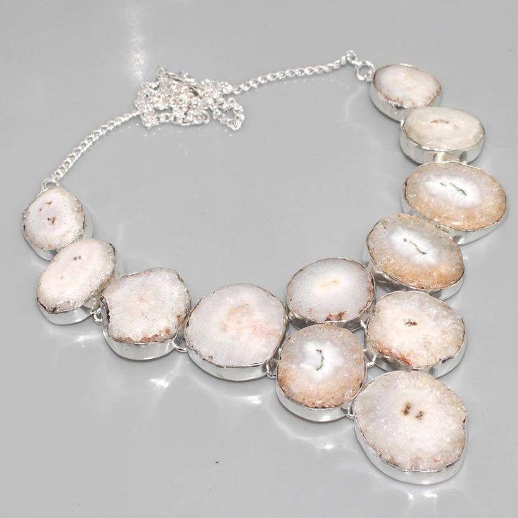 collier plastron en argent et agate solaire blanche de la boutique AmanaraBoutique sur Etsy