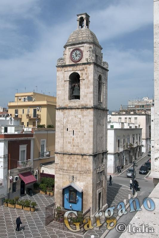 Manfredonia: Campanile in Piazza Duomo