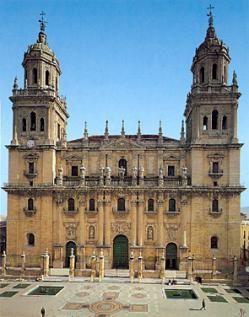 Catedral de Jaén La catedral de Jaén es una verdadera joya del Renacimiento andaluz y español, con sobresalientes elementos barrocos, construida entre los siglos XVI y XVII, según proyecto del arquitecto Andrés de Vandelvira.