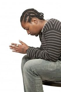 Un Proverbio al día Proverbios cap 30 Sólo dos cosas te he pedido, oh Dios; concédemelas antes que muera: aleja de mí la falsedad y la mentira, y no me hagas rico ni pobre; dame tan sólo el pan necesario, porque si me sobra, podría renegar de ti y decir que no te conozco: y si me falta, podría robar y ofender así tu divino nombre.  (En los Proverbios descubres que el tomar a Dios en cuenta para todo hace que todo esté en las manos de Dios. Que la oración sabia no es complicada, es...