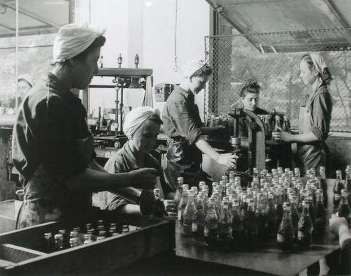 Bambi üdítő palackozása 1954.