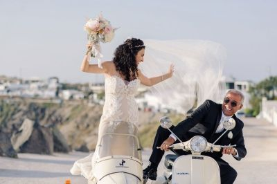 Elegant Wedding At Rocabella, Santorini. Photography by Phosart  See their wedding story here: http://photographergreece.com/en/photography/wedding-stories/888-elegant-wedding-at-rocabella-hotel