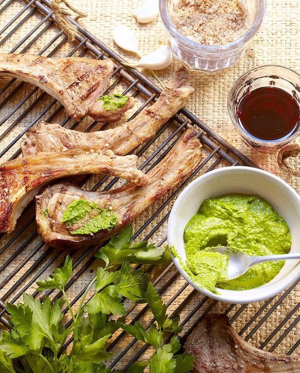 Côtelettes d'agneau grillées, pistou de persil pour 4 personnes - Recettes Elle à Table