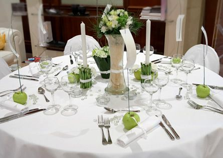 137 best apple themed wedding images on pinterest apples table granny smith apples for favors white linens blue centerpiece perfect way to get all of our colors on the table in a modern and elegant manner junglespirit