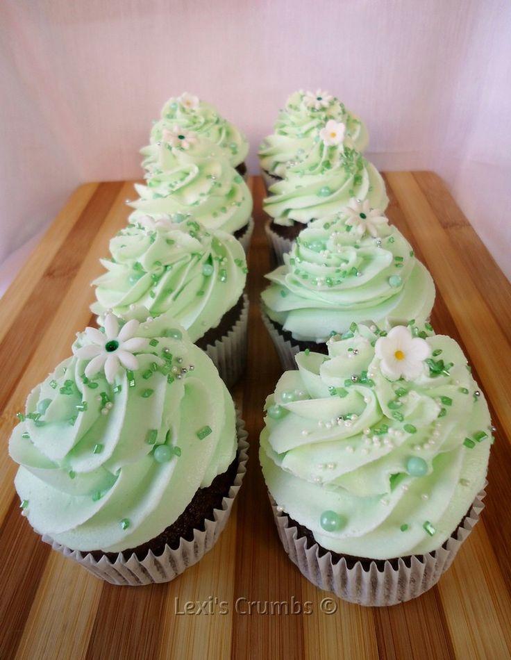 Pastel green cupcakes  www.lexiscrumbs.com