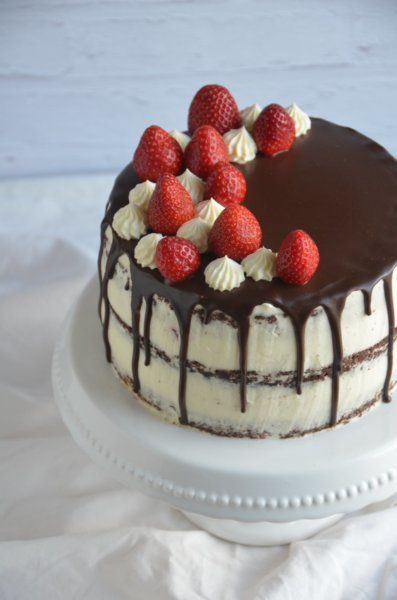 epres-mascarponés brownie torta, félig pucér, csurgatott torta strawberry brownie cake, semi-naked drip cake