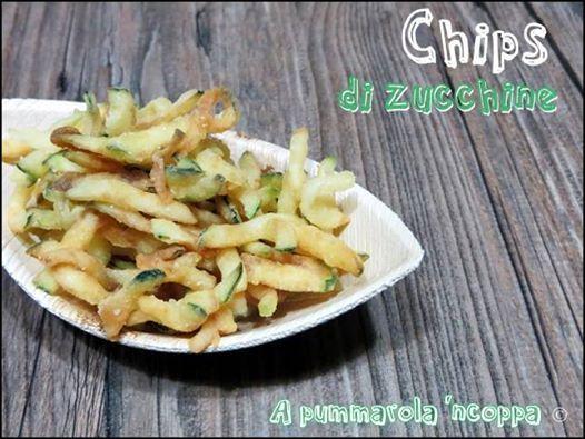 Chips di zucchine fritte, goloso antipasto in tavola nella bellissima ciotola in foglia di palma bio!  http://blog.giallozafferano.it/apummarolancoppa/chips-di-zucchine-fritte  http://www.ecobioshopping.it/it/18-piatti-foglia-di-palma #Ecobioshopping #StoviglieBio #Piattibiodegradabili #ricette
