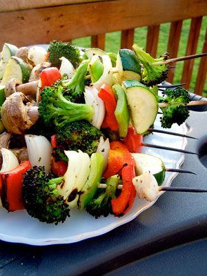 Grilled Veggie Kabobs, love these! They are beautiful for get togethers too. #bbq
