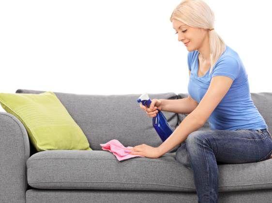 nettoyer son canapé tissu 100 ml de vinaigre 50 d'eau 1 c à c de liquide vaisselle
