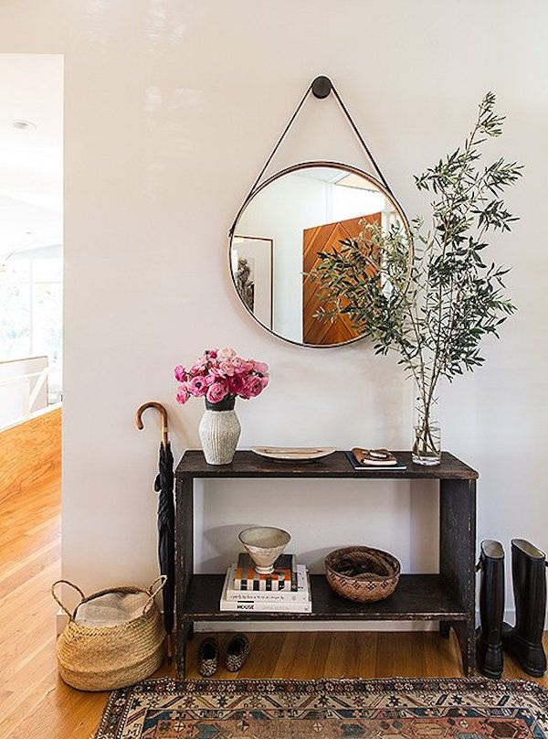 wood console || round mirror entry