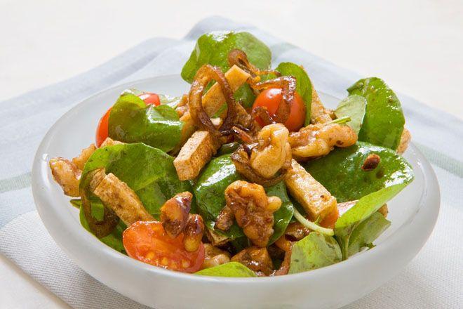 材料にくるみを使ったレシピ「豆腐、くるみ、クレソンのサラダ」の作り方です。