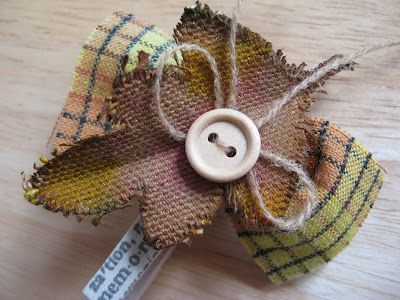 Linnie Blooms Design Team Blog: Altered Wooden Clothes Pins