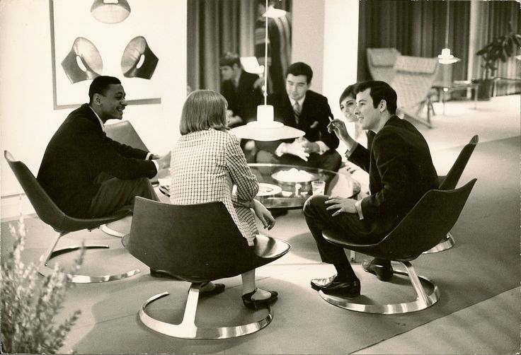 Scimitar table in New York in the 1960s