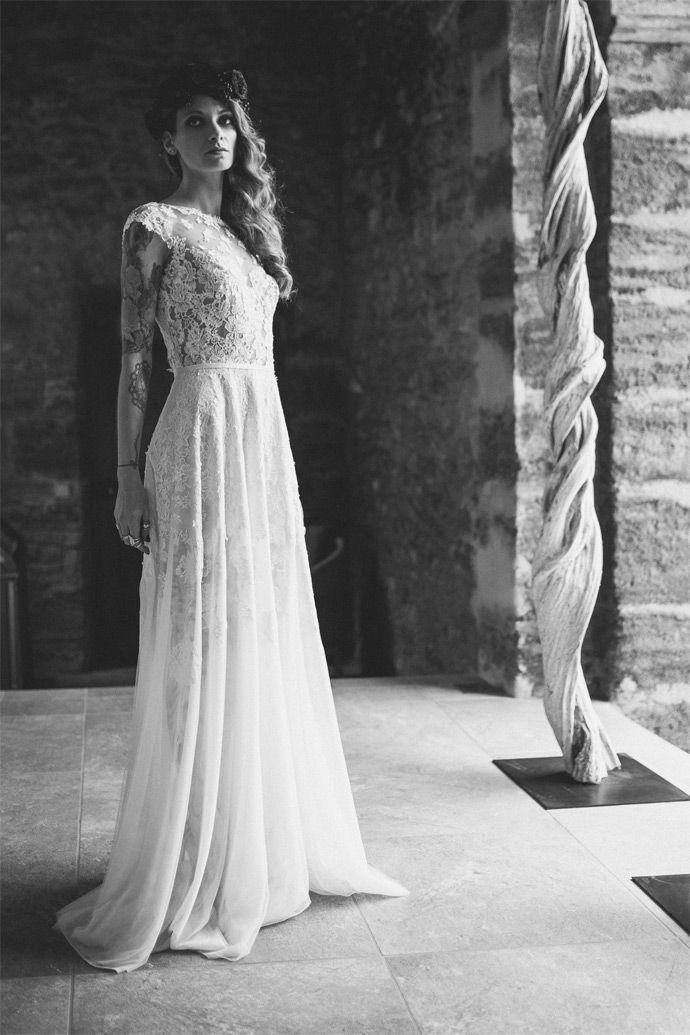 Manon Gontero - Créatrice de robes de mariée - Marseille | modèle: Noces de muguet | Crédits: Laurent Brouzet | Donne-moi ta main - Blog mariage