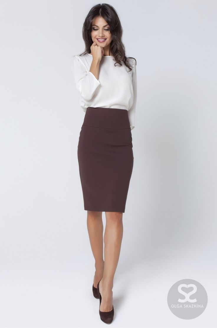 Minimal work outfit skirt blouse black heels
