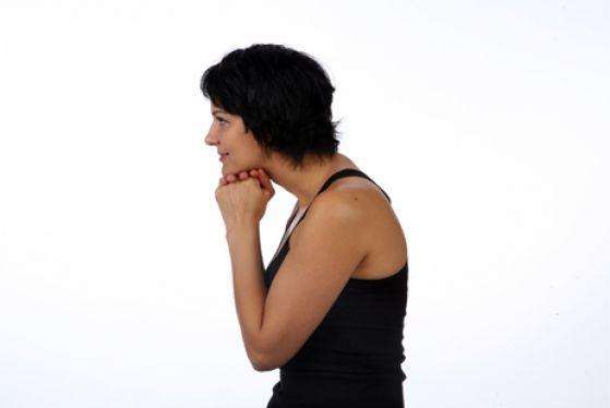 Пожалуй, самая «популярная» проблемная зона на лице — второй подбородок: убрать его мечтает большинство людей зрелого возраста. Секрет успеха — ровная осанка и четыре простых упражнения от Алены Россошинской.