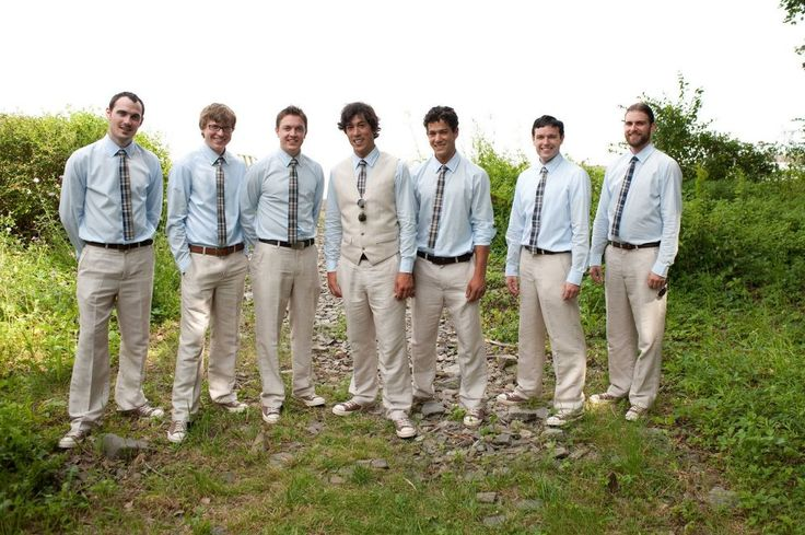casual groomsmen attire | Casual groomsmen portrait by the mud flats in Cape Porpoise | Ultimate ...