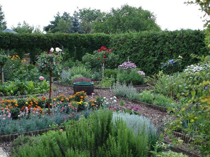 Kitchen Herb & Vegetable Garden | jardin potager | Bauerngarten