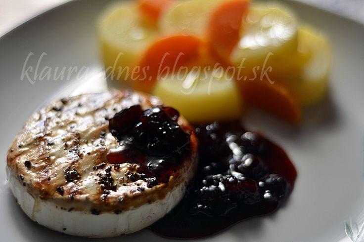 Z mojej kuchyne i fotoaparátu ...: Grilovaný syr s brusnicovou omáčkou