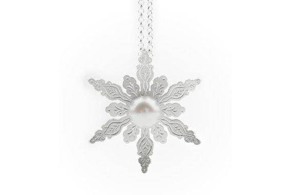 Silver Snowflake pendant. Silver and pearl pendant.