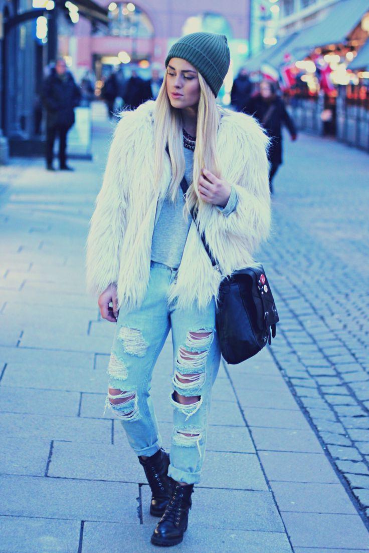 Hullete jeans og fuskepels