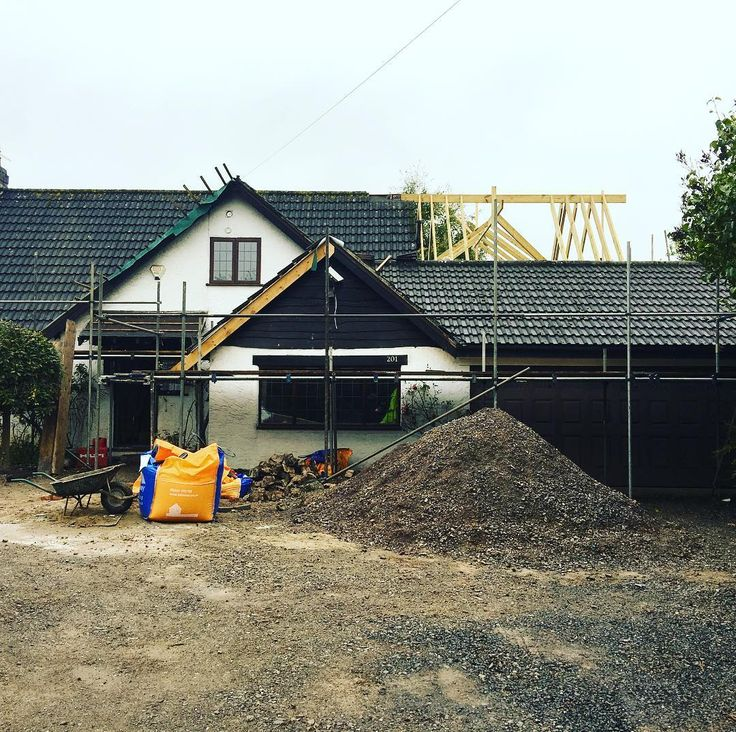 And the roof begins ! #roof #timber #team #construction #renovation #reno #homedesign #property #building #kellaway #gravel #stone #scaffold #ladder #sun #love #fun #picoftheday #watertight #windows #garage #fullrenovation #bristol #instagood #instagramer #dreamteam #rooftiles
