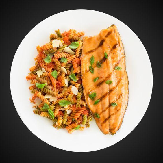 Vaporiser la grille d'un barbecue en plein air d'enduit à cuisson PAM® Grillades. Préchauffer le barbecue à feu moyen. Mélanger le sirop d'érable, la sauce soya, l'huile de sésame, la sauce chaude, l'ail, le gingembre, le sel et le poivre. Mettre de côté. Sécher le poisson avec une serviette en papier. Placer le poisson sur … Continue reading Filets de truite glacés à l'érable et au soja →