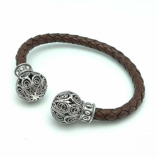 Torque plata y cuero / Unisex Bracelet in Sterling Silver and Leather #joyas #bracelets #unisex #jewelry #man #torque #men #style #fashion #sterlingsilver @tiendasduarte Available in http://www.tiendasduarte.com/tienda/es/1259-torque-plata-y-cuero.html