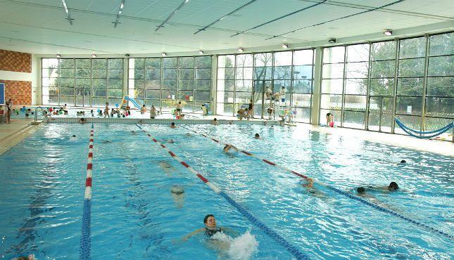 Situee A Proximite Du Parc Des Sports La Piscine Du Hameau Du