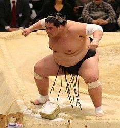 照ノ富士 1敗キープ V争いはまだ「どうでもいい」 / スポニチ #相撲