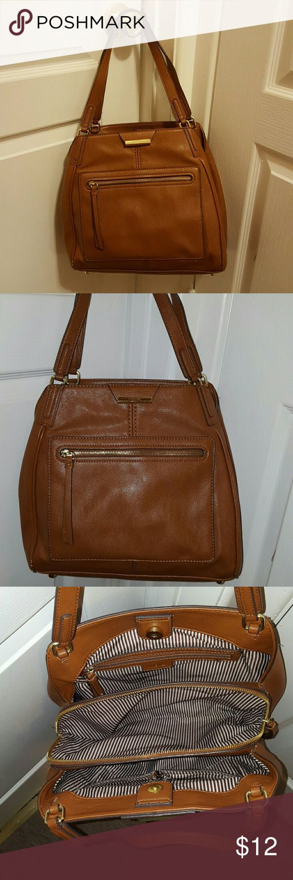 Nine West bag Nine West bag. Gently used. This is a great bag with alot of room..color is camel. Bags Shoulder Bags