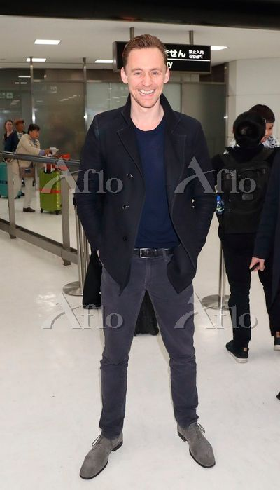 Tom Hiddleston arrives in Japan to promote Kong: Skull Island on March 13, 2017. Source: https://finder.aflo.com/entame/gossip/315114 Full size image: https://www.facebook.com/maryxglz/photos/pcb.759104784258209/759104444258243/?type=3&theater