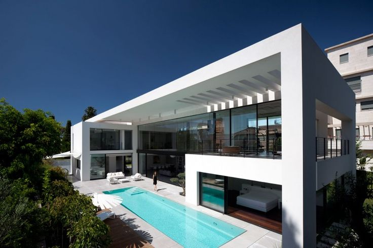 Contemporary Bauhaus on the Carmel by Pitsou Kedem Architects....too sexy!