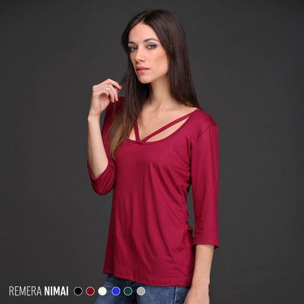 La Remera Nimai, disponible en talles amplios, tiene escote con detalle de tiras que le dan un toque personal y femenino. #Tendencias #Otoño #Invierno