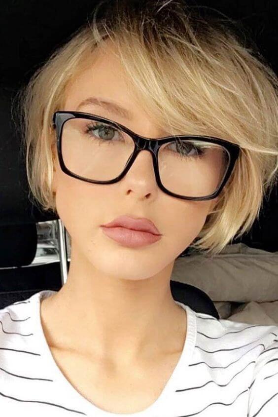 Tragen Sie eine Brille, wissen aber nicht, wie Sie Ihre Brille mit Ihren Haaren stylen sollen? Wir haben die besten Tipps für Sie aufgeschrieben! #glasses #eyes #hairinsp …