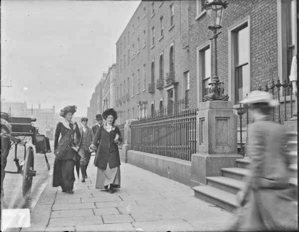 vintage everyday: Street Scenes in Ireland from between 1890-1910.St Stephen's Green
