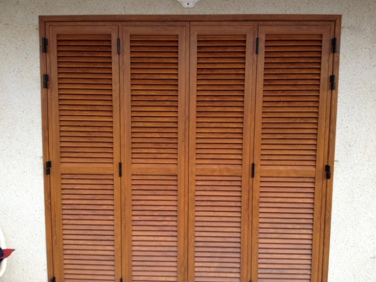 Puerta mallorquina de 4 hojas aluminio imitaci n madera - Puertas mallorquinas ...